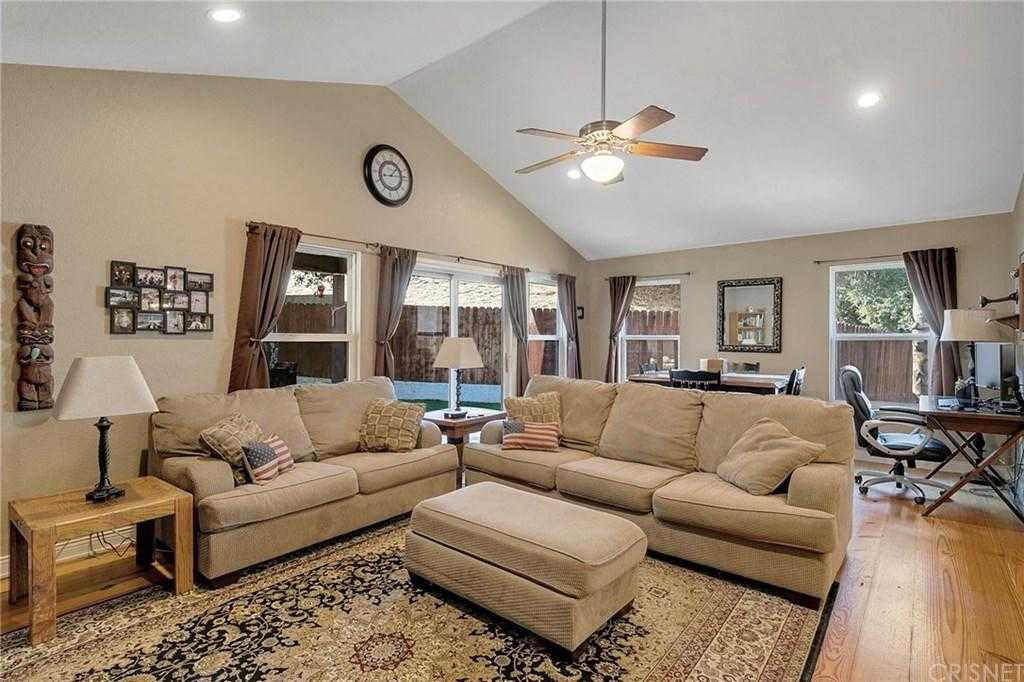 $649,000 - 3Br/3Ba - for Sale in Newhall