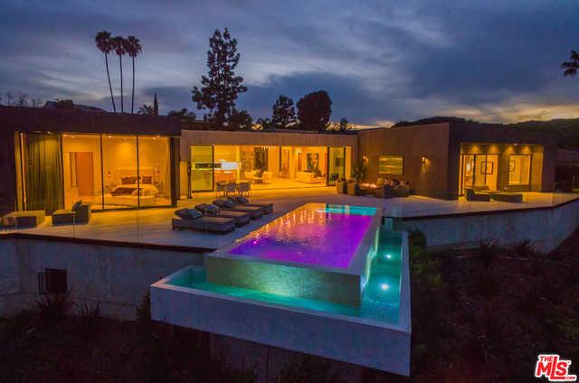 3114 Elvido Dr Los Angeles, CA 90049