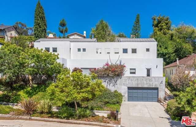 240 S Bentley Ave Los Angeles, CA 90049