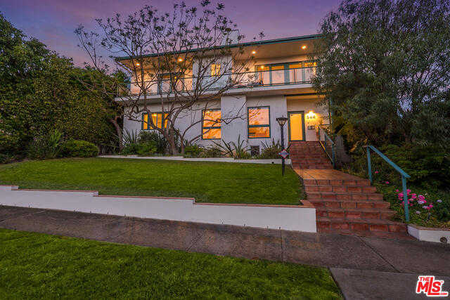 582 Radcliffe Ave Pacific Palisades, CA 90272