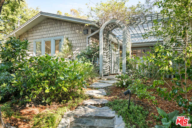 $4,850,000 - 2Br/2Ba -  for Sale in Santa Monica