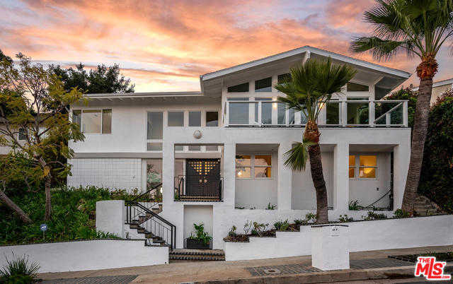 $2,295,000 - 4Br/4Ba -  for Sale in Pacific Palisades