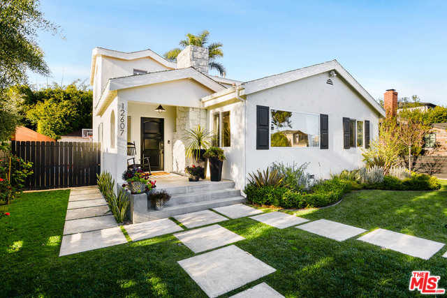 $1,999,000 - 4Br/3Ba -  for Sale in Los Angeles