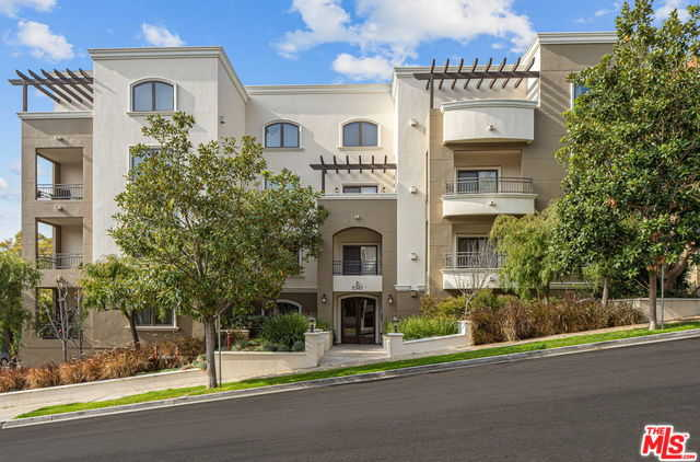 $1,149,000 - 2Br/3Ba -  for Sale in Los Angeles