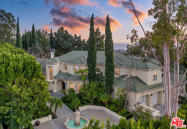 $12,995,000 - 6Br/6Ba -  for Sale in Pacific Palisades