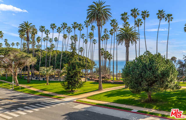 $3,900,000 - 3Br/2Ba -  for Sale in Santa Monica