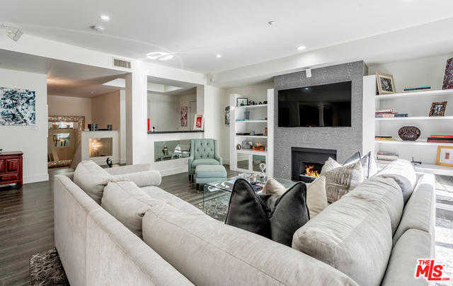 $1,395,000 - 2Br/3Ba -  for Sale in Los Angeles