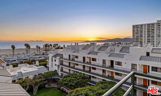 $2,675,000 - 2Br/2Ba -  for Sale in Santa Monica