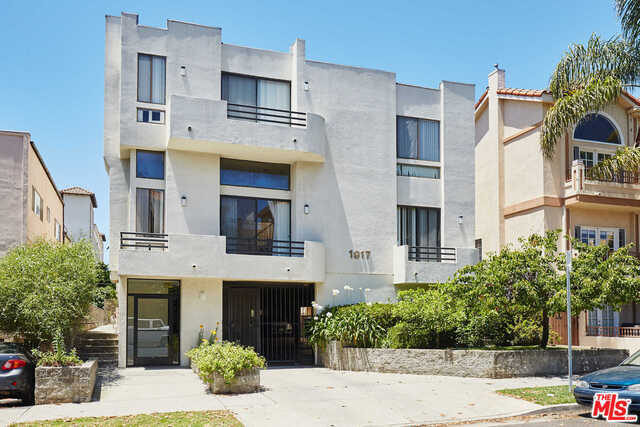 $1,099,000 - 3Br/4Ba -  for Sale in Los Angeles