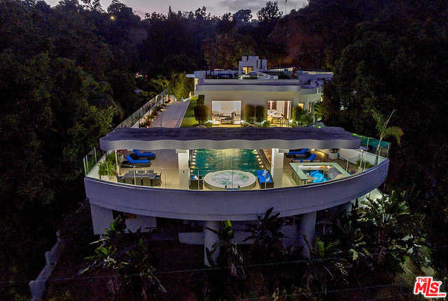 $15,995,000 - 6Br/8Ba -  for Sale in Pacific Palisades