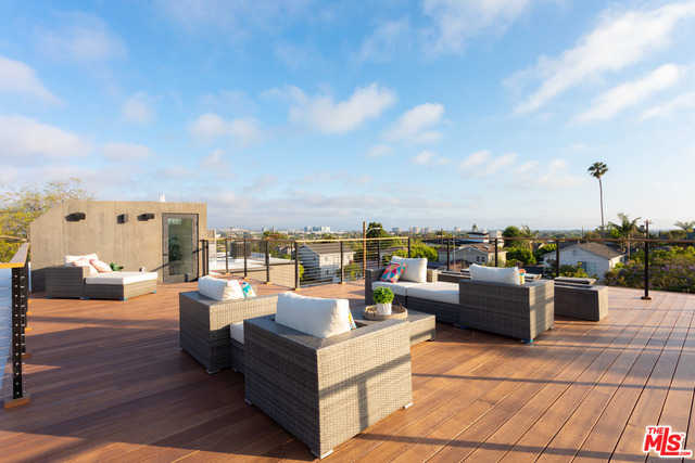 $3,899,500 - 4Br/Ba -  for Sale in Los Angeles