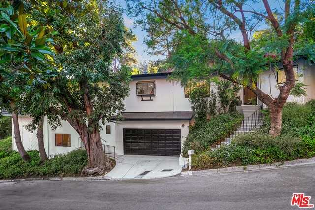$2,199,000 - 2Br/Ba -  for Sale in Beverly Hills