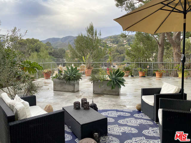 $629,900 - 1Br/Ba -  for Sale in Edgewater Towers, Pacific Palisades