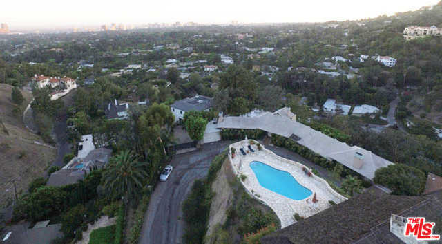 $4,950,000 - 5Br/Ba -  for Sale in Beverly Hills