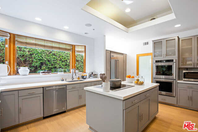 $3,275,000 - 4Br/Ba -  for Sale in Pacific Palisades