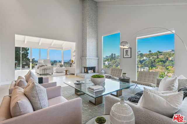 $5,190,000 - 5Br/Ba -  for Sale in Santa Monica