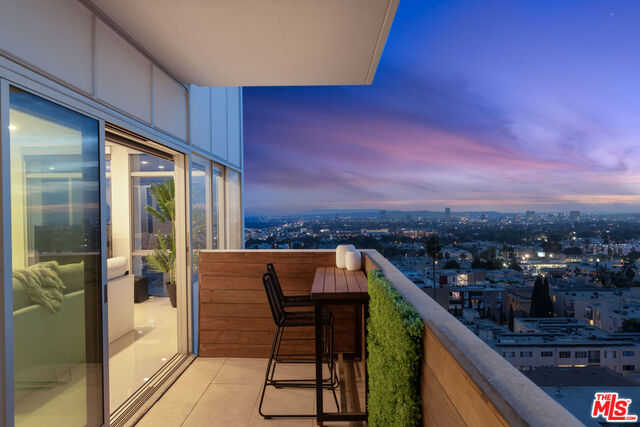 $1,300,000 - 2Br/Ba -  for Sale in Los Angeles