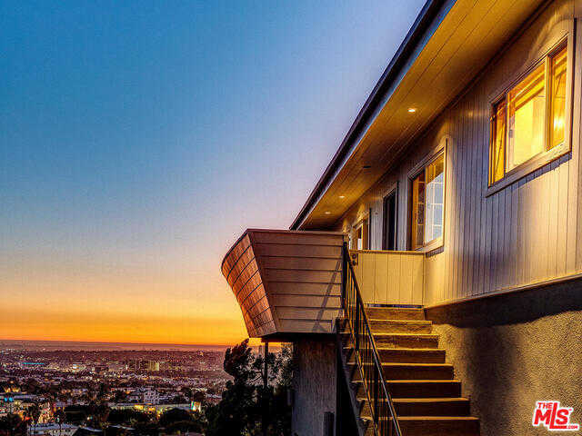 $1,698,000 - 3Br/Ba -  for Sale in Los Angeles
