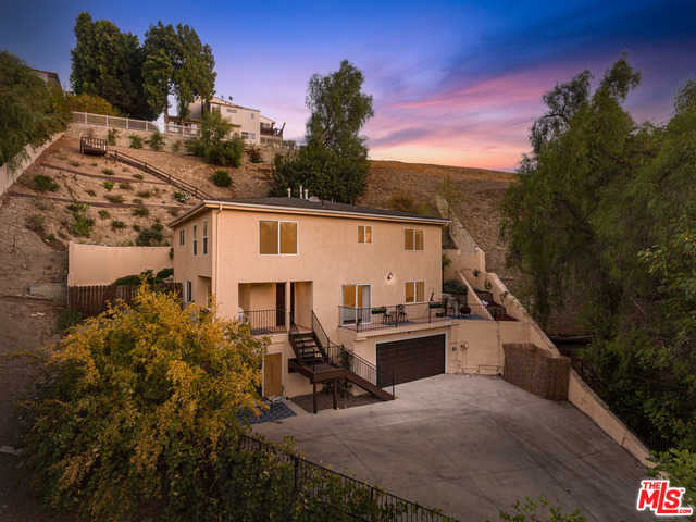 $1,125,000 - 4Br/Ba -  for Sale in Woodland Hills