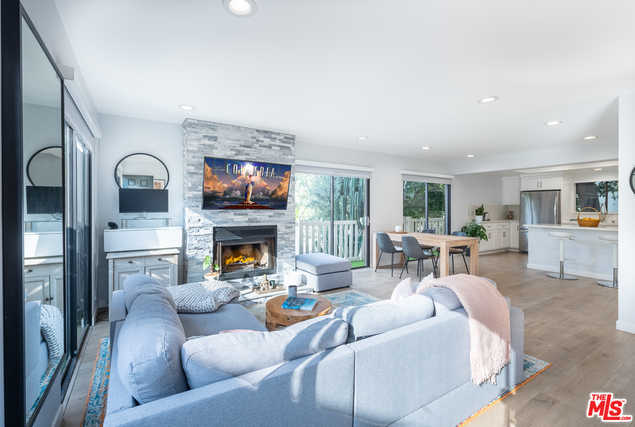 $1,095,000 - 3Br/Ba -  for Sale in Los Angeles