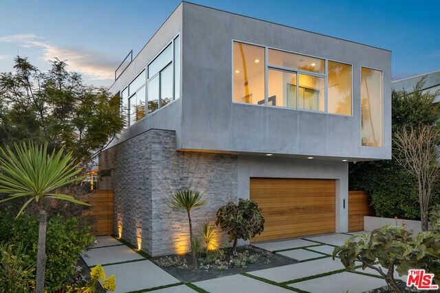 $4,195,000 - 4Br/Ba -  for Sale in Santa Monica
