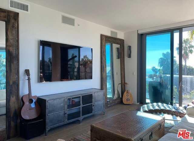 $3,599,000 - 2Br/Ba -  for Sale in Santa Monica