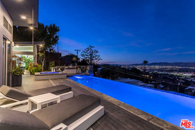 $3,000,000 - 2Br/Ba -  for Sale in Los Angeles