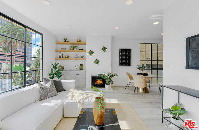 $1,149,000 - 3Br/Ba -  for Sale in Los Angeles