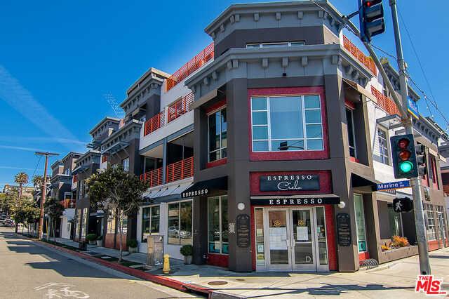 $1,950,000 - 2Br/Ba -  for Sale in Santa Monica