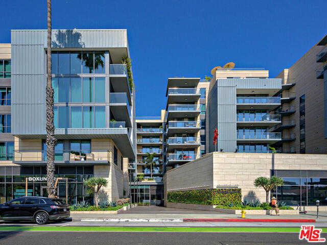 $3,498,000 - 2Br/Ba -  for Sale in Santa Monica