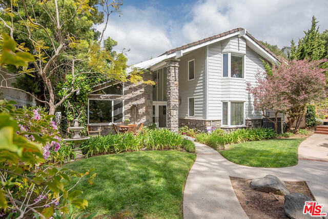 $2,500,000 - 6Br/Ba -  for Sale in Pacific Palisades