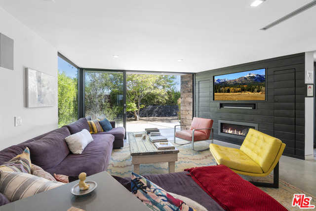 $1,800,000 - 4Br/Ba -  for Sale in Los Angeles