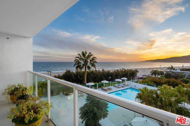 $6,250,000 - 2Br/3Ba -  for Sale in Santa Monica