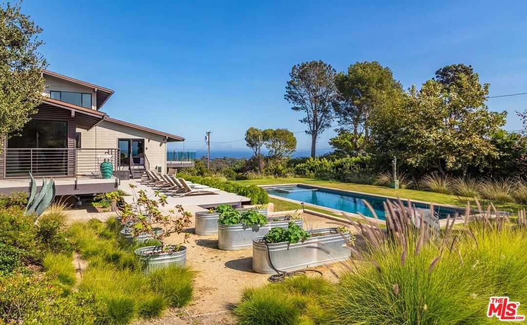 $11,250,000 - 5Br/5Ba -  for Sale in Malibu
