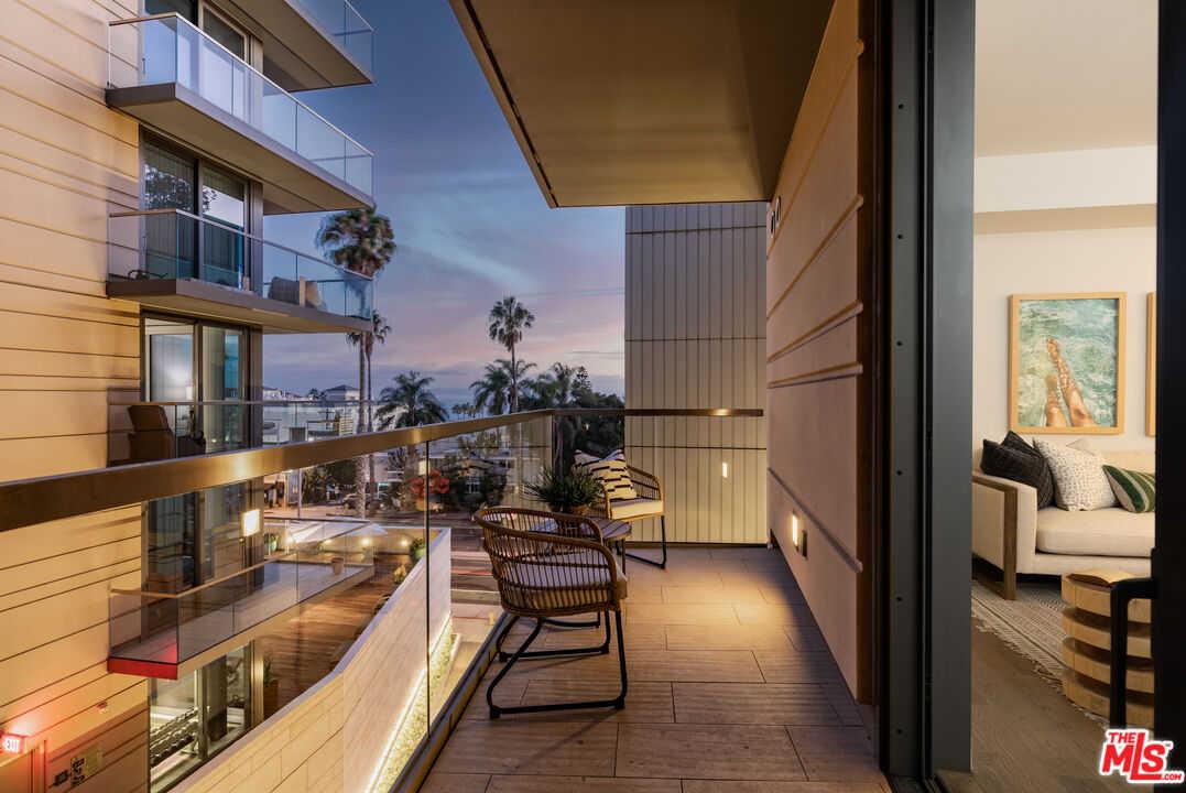$1,375,000 - 1Br/1Ba -  for Sale in Santa Monica