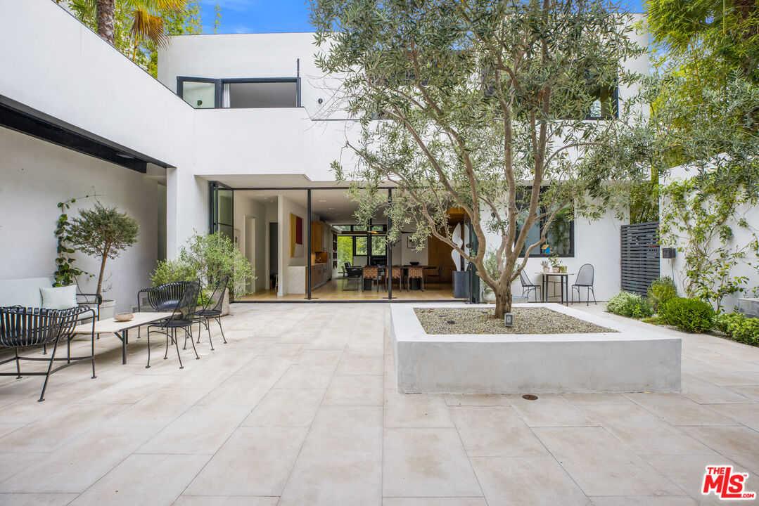 $7,350,000 - 4Br/5Ba -  for Sale in Santa Monica