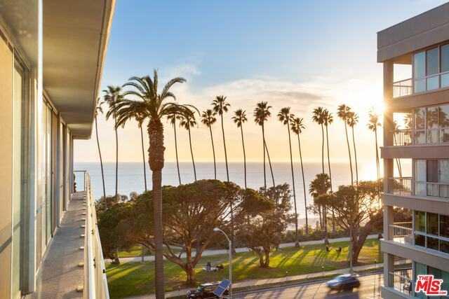 $2,599,000 - 2Br/2Ba -  for Sale in Santa Monica