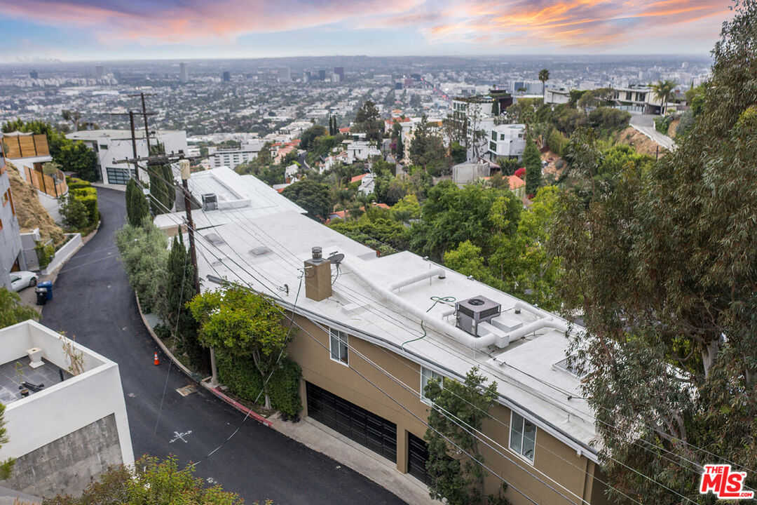 $3,295,000 - 4Br/4Ba -  for Sale in Los Angeles