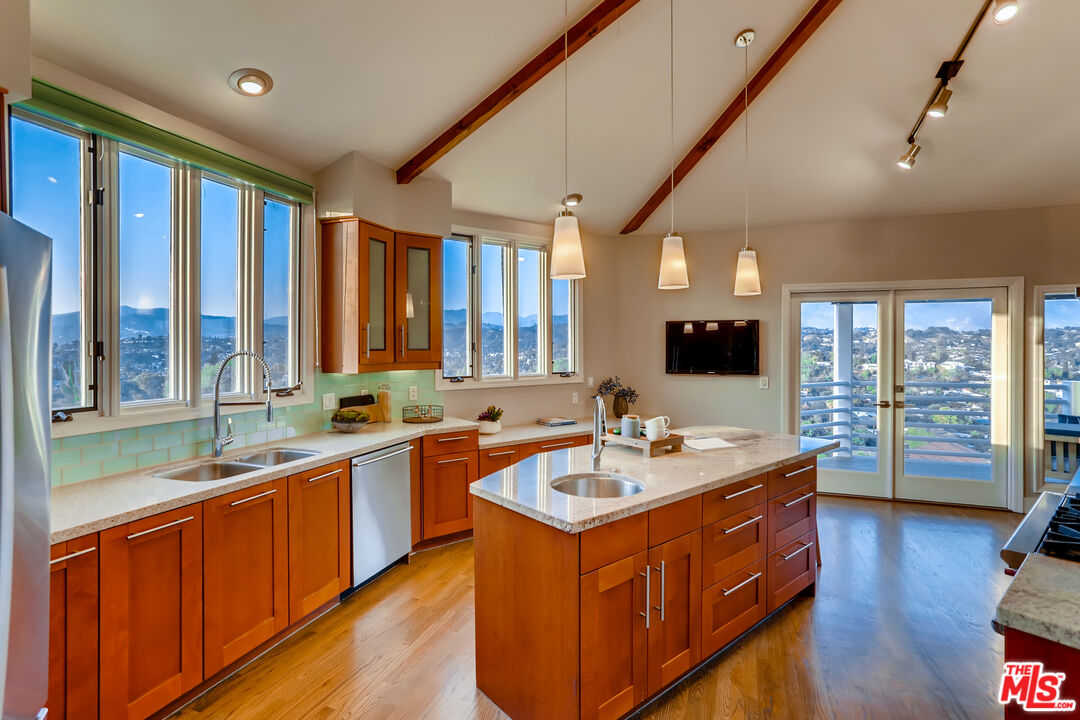 $1,999,000 - 4Br/4Ba -  for Sale in Los Angeles