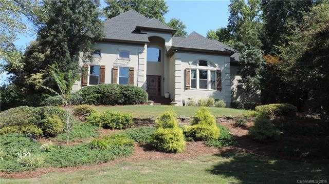 $580,000 - 5Br/6Ba -  for Sale in Riverpointe, Charlotte