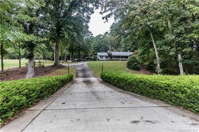 $800,000 - 3Br/2Ba -  for Sale in None, Charlotte