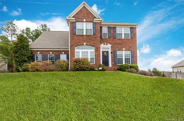 $299,999 - 3Br/3Ba -  for Sale in Somerset At Autumn Cove, Lake Wylie