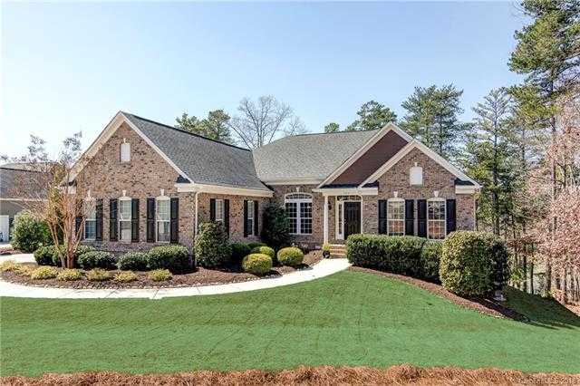 $1,025,000 - 4Br/4Ba -  for Sale in Serenity Point, Tega Cay