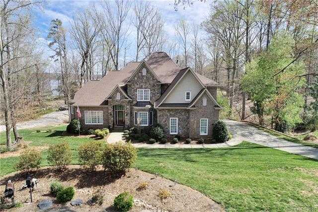 $690,000 - 4Br/5Ba -  for Sale in Catawba Crest, Lake Wylie