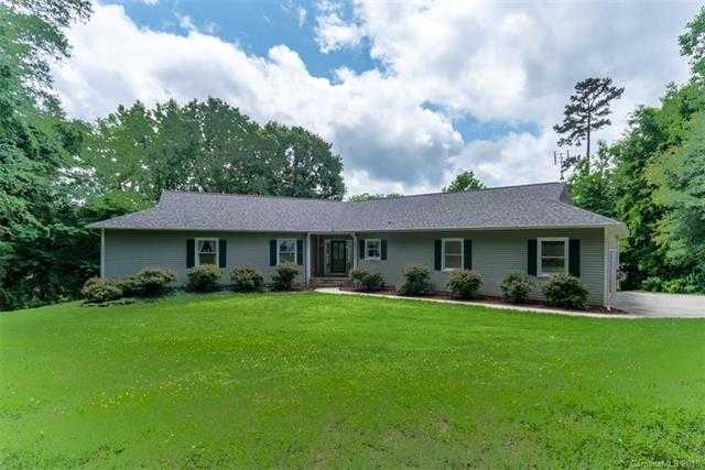 $675,000 - 3Br/3Ba -  for Sale in None, Lake Wylie