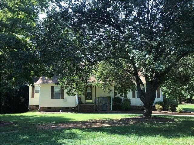 $219,900 - 3Br/2Ba -  for Sale in Wimbleton Woods, Fort Mill