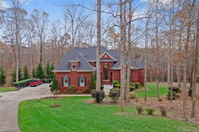 $675,000 - 5Br/5Ba -  for Sale in Royal Oaks, Charlotte