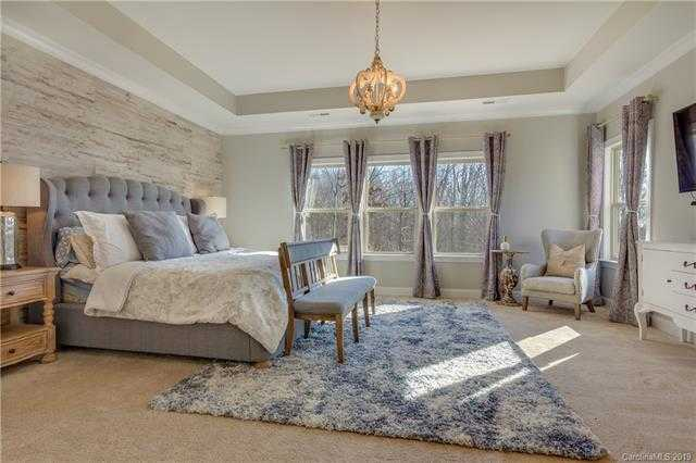 $639,900 - 5Br/5Ba -  for Sale in Waterside At The Catawba, Fort Mill