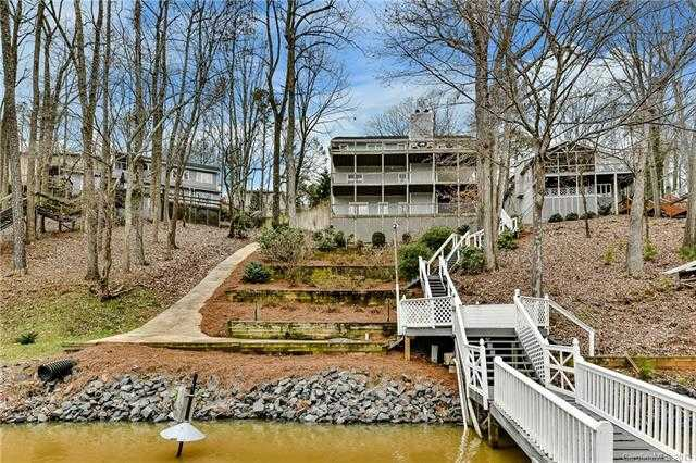 $699,999 - 4Br/5Ba -  for Sale in None, Tega Cay