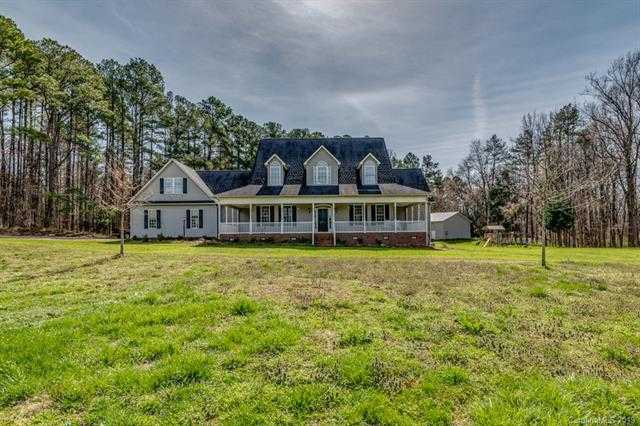 $524,000 - 4Br/5Ba -  for Sale in None, Clover